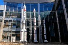 """Chińska program kosmiczny służy też zademonstrowaniu rosnącej potęgi Chin. Sonda Chang'e-4 wraz z łazikiem wylądowała na """"ciemnej"""" stronie księżyca"""