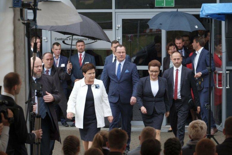 Premier Beata Szydło i minister edukacji narodowej Anna Zalewska na inauguracji roku szkolnego 2017/2018.