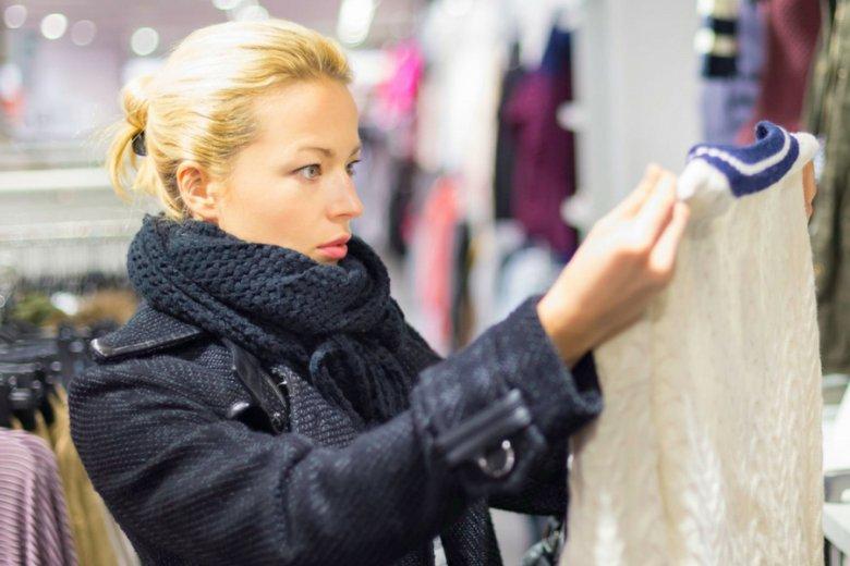 Kupowanie ubrań w tradycyjnych salonach z odzieżą zaczyna stopniowo ustępować e-zakupom.