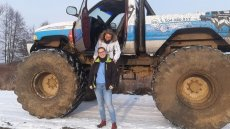 """Kasia Rzepczyńska przez ponad dekadę pracowała w banku. Dziś buduje monster trucki i oferuje klientom pełne adrenaliny przejażdżki """"potworami""""."""