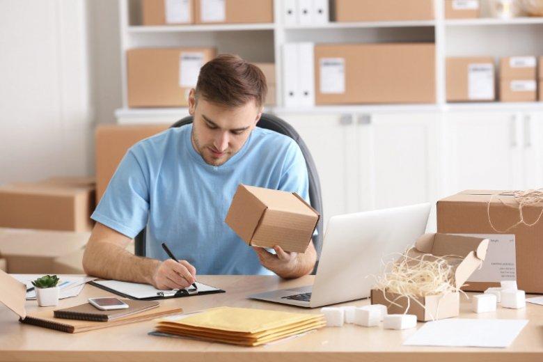 Personalizacja w biznesie to tworzenie produktów i usług w odpowiedzi na indywidualne potrzeby konsumentów.