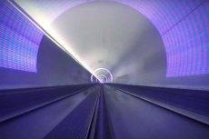 Firma ekstrawaganckiego miliardera Richarda Bransona pobiła symboliczny rekord. Kapsuła hyperloop rozpędziła się do 240 mil na godzinę (prawie 390 km/h)