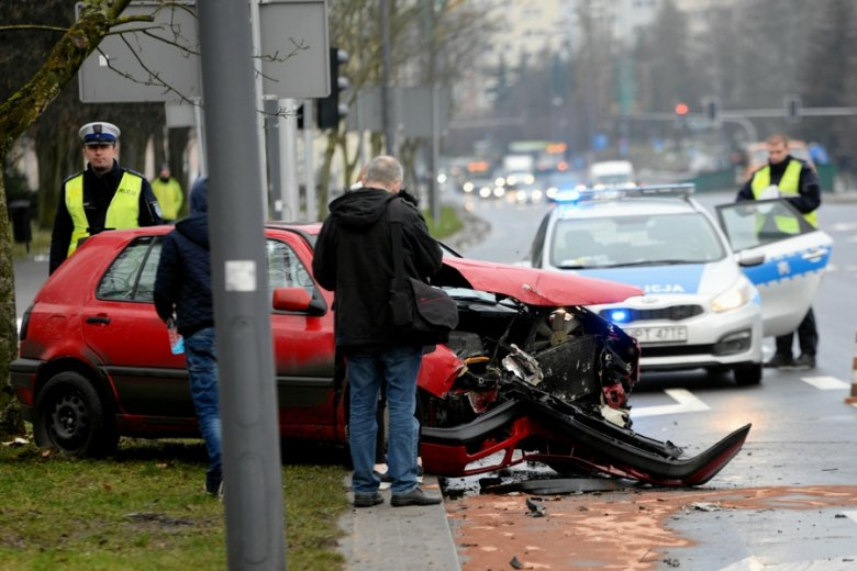 Zaniżanie wartości auta przed wypadkiem i zawyżanie wartości wraku - to nagminna praktyka ubezpieczycieli.