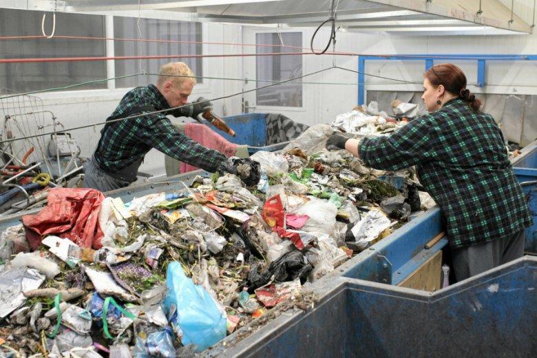 Ilość wytwarzanych w ciągu roku przez Polaków śmieci szacuje się na 5 mln ton.
