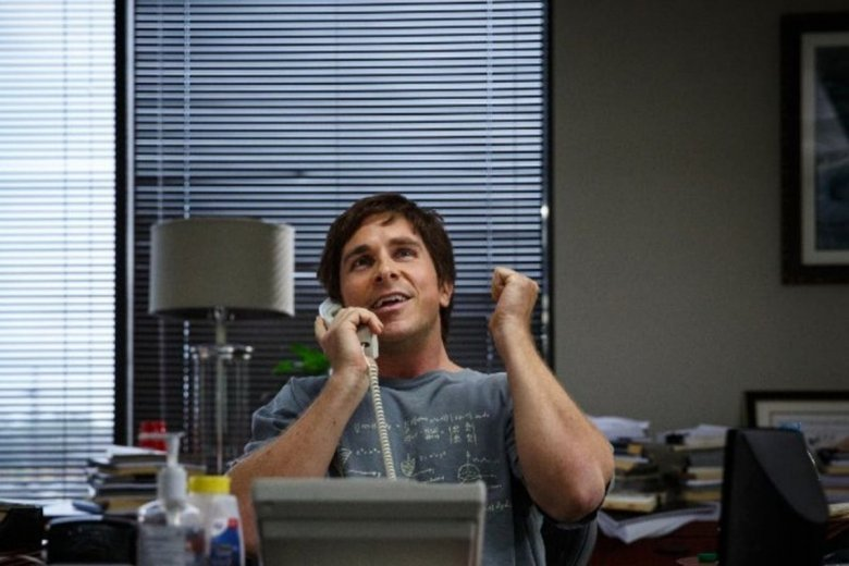 W ekranizacji książki Michaela Lewisa w postać genialnego finansisty Michaela Burrego wcielił się Christian Bale