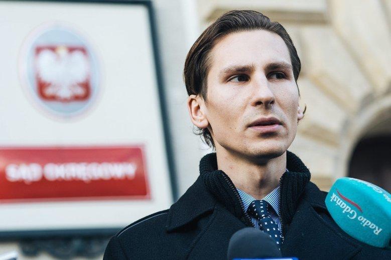 Gdański Rady Kacper Płażyński nie został wybrany na prezydenta miasta. Zarejestrował się zatem jako bezrobotny i otrzymał dofinansowanie na swoją działalność.