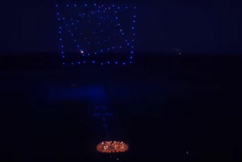 100 dronów Intela odbyło podniebny taniec zsynchronizowany z orkiestrą wykonującą V symfonię Beethovena.