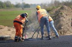 Emerytura w Polsce. Rządzący planują, że pieniądze z budowy dróg wzbogacą państwowy fundusz na emerytury.