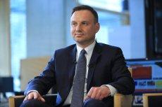 Humaniści protestują pod kancelarią premiera. Andrzej  Duda chce pośredniczyć w rozmowach rządu z naukowcami.