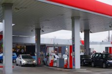 PIP postuluje zaostrzenie zakazu handlu w niedziele. Zmiany, które proponują mogą uderzyć w stacje benzynowe.
