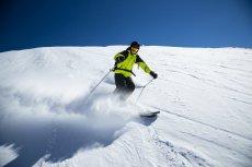 Zimą popularne są oczywiście wyjazdy na narty. W miarę tanie są Włochy i Austria.