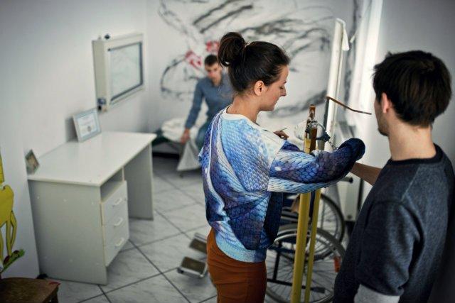 Firmy znalazły sposób, by w stosunkowo tani i skuteczny sposób zweryfikować, czy nasze wyobrażenie o swoich umiejętnościach przystaje do rzeczywistości. I coraz chętniej z niego korzystają. Nadchodzi czas zabaw w escape roomach