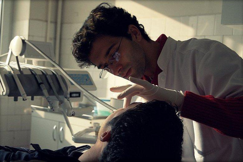Praca dentysty ma być bardziej niebezpieczna nawet od pracy policjanta.