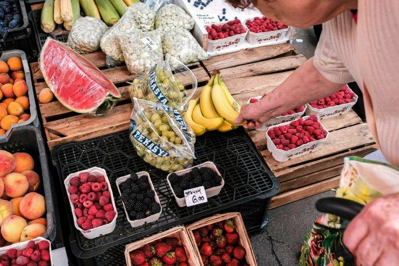 Lidl ustawił w sklepach kartony z wadliwymi owocami