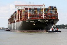 Większość prezentów świątecznych dociera do nas gigantycznymi kontenerowcami. Niewiele osób zdaje sobie jednak sprawę z tego, że żegluga morska znajduje się wśród największych emitentów CO2.