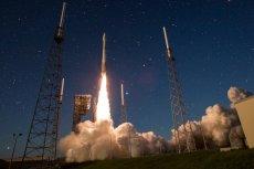 Za pomocą gigantycznych rakiet nośnych możemy pokonać działanie ziemskiej grawitacji i wznieść się na orbitę, a nawet i dalej.
