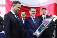 Paweł Kędracki, drugi od lewej, obok prezydenta Andrzeja Dudy