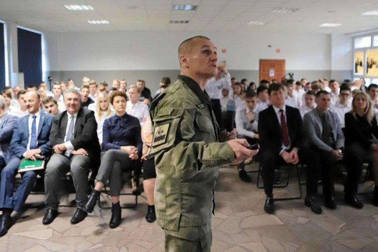 Generał Roman Polko przekonuje, że odchodzący z armii nie zasypiają gruszek w popiele: zakłądają restauracje, hotele, firmy handlowe czy medyczne.