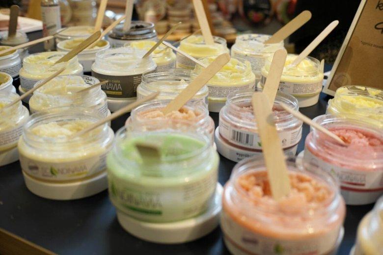 W Polsce pojawia się coraz więcej firm kosmetycznych rezygnujących z plastikowych opakowań.