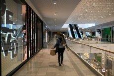 Rządzący podjęli decyzję, że będzie można wpuszczać do centrum handlowego o 10 proc. więcej osób, jeśli będą mieć one aplikację ProteGO Safe.