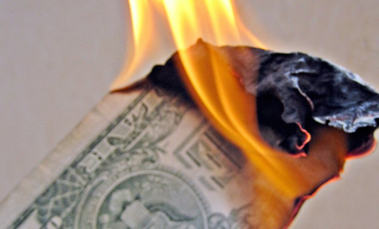 Zbędne inwestycje to jak palenie studolarówkami w piecu