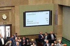Kancelaria Sejmu na każdy z takich monitorów chce wydać milion złotych. To 10 razy więcej, niż rynkowa cena.