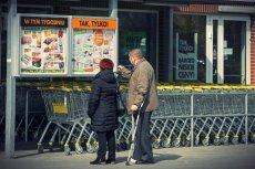 Polacy są przyzwyczajeni do robienia zakupów na osiedlu, ale sklepów jest u nas po prostu za dużo