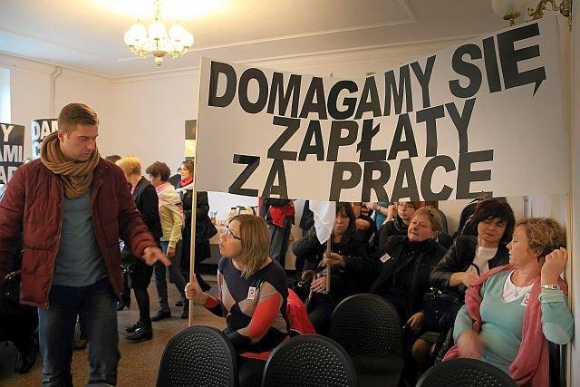 Połowa Polaków zarabia mniej, połowa więcej, niż 2500 złotych na rękę