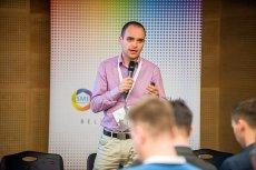 Prezes VoicePIN, Łukasz Dyląg. Jego firma opracowała technologię autoryzacji głosem - dzwoniąc do banku czy urzędu nie trzeba podawać haseł czy danych. System sam identyfikuje rozmówcę