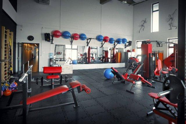 Po co wychodzić z biura skoro siłownię można mieć na miejscu - pomyśleli w FP