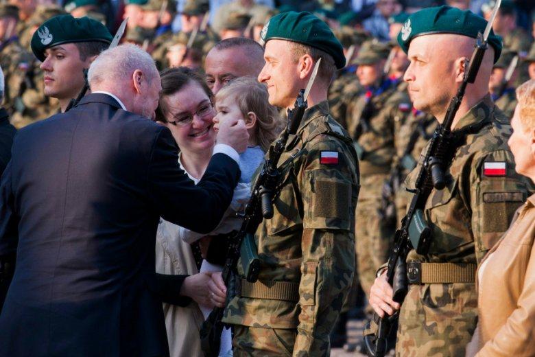 Antoni Macierewicz na przysiędze żołnierzy WOT.