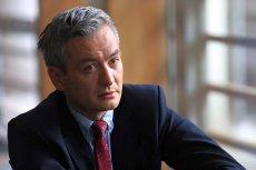 Prezydent Słupska, Robert Biedroń, szuka pediatry. Oferuje 12 tys. zł pensji i mieszkanie, kandydatów brak