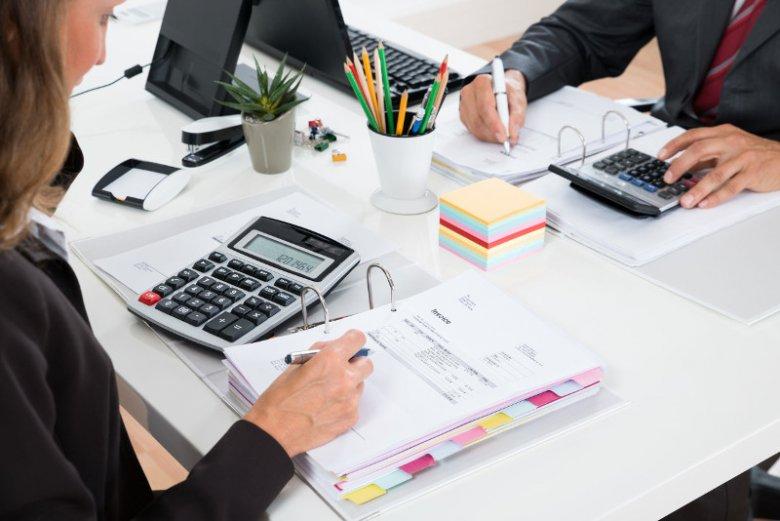Wiele firm w Polsce upada z powodu zatorów płatniczych spowodowanych długimi terminami płatności za wystawione faktury