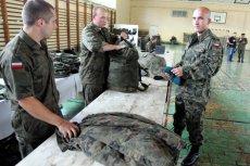Agencja Mienia Wojskowego kieruje do sprzedaży mundury i wyposażenie w nietypowych rozmaiarach.