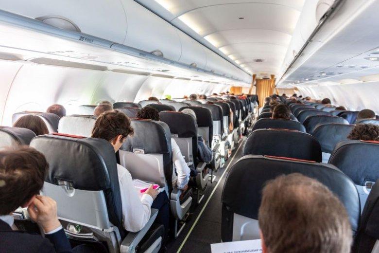 Ministrowie przesiedli się do samolotów pasażerskich