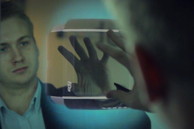 Dzięku lustrom Abyss Glass i technologii Kinect możesz obejrzeć przedmiot ze wszystkich stron.