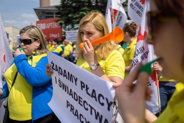 Protest pracowników Praktikera w Dąbrowie Górniczej.