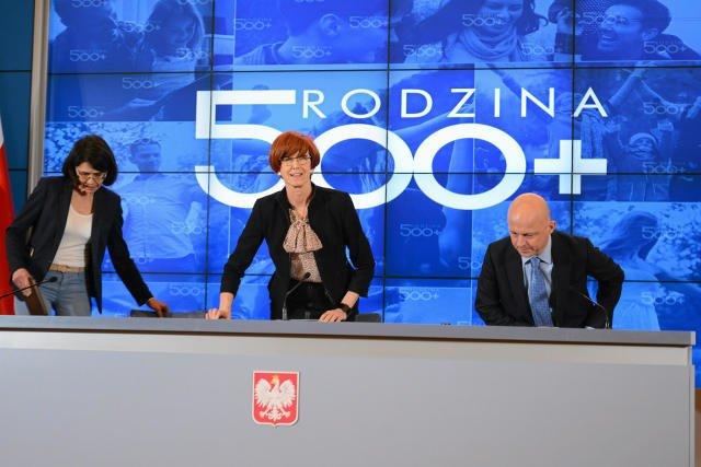 Koszt sztandarowego programu rządu Prawa i Sprawiedliwości przekroczył 24 mld złotych. Europosłowie postanowili więc poszukać pieniędzy za granicą