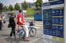 Krakowscy rowerzyści dostają bilety do kina i upominki za dojeżdżanie bicyklem do pracy