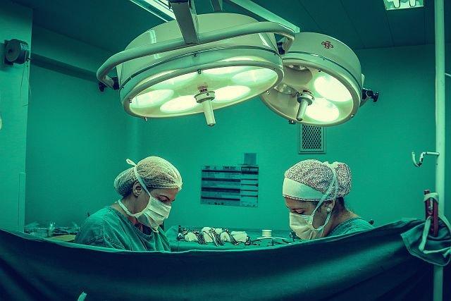 Obecnie najnowsze urządzenia pomagają lekarzom w operacjach, ale przede wszystkim wykorzystywane są w diagnostyce.