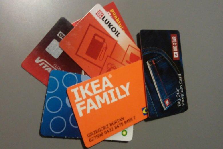 Esencja pomysłu ZenCard: zamiast pliku kart - przypisanie programów lojalnościowych do karty płatniczej.
