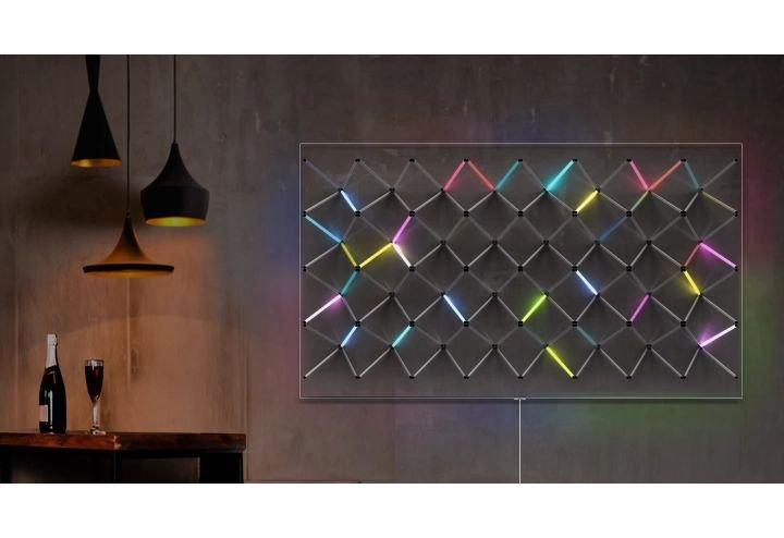 Przykład działania trybu ambient - telewizor stara się stopić z tłem ściany