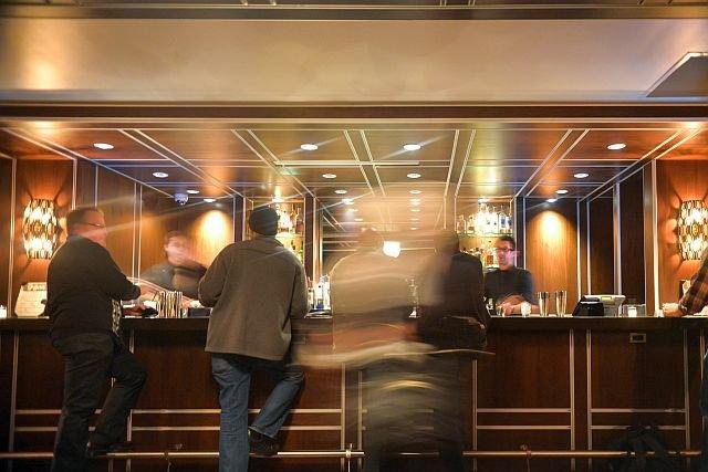 Hotelowy bar to żyła złota, ale i minibarek bywa płatny - płacić trzeba za samo otwarcie lodówki