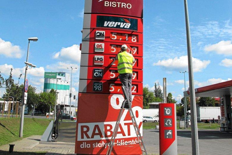 Co się dzieje z cenami paliw? Przed wyborami zatrzymały się one poniżej 5 zł.