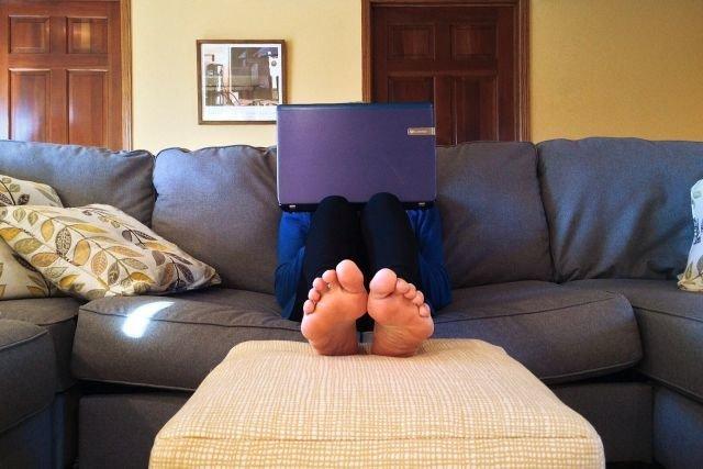 Najwięksi dostawcy usług dostępnych na wszystkie urządzenia śledzą nas na każdym kroku. Rozwiązaniem jest wyszukiwarka regulaminów i prywatności bringingprivacyback.com.