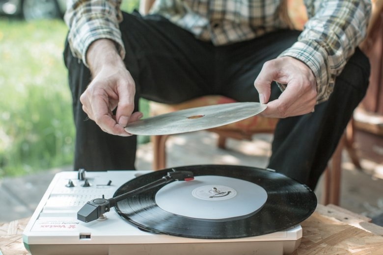 Płyta może być odbierana jako obiekt artystyczny, pewnego rodzaju rzeźba