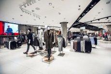 LPP to polskie przedsiębiorstwo odzieżowe (właściciel pięciu marek modowych: Reserved, Mohito, Sinsay, Cropp i House), które prowadzi ponad 1700 salonów sprzedaży na całym świecie. Podatki od osiąganych zysków firma płaci w Polsce.