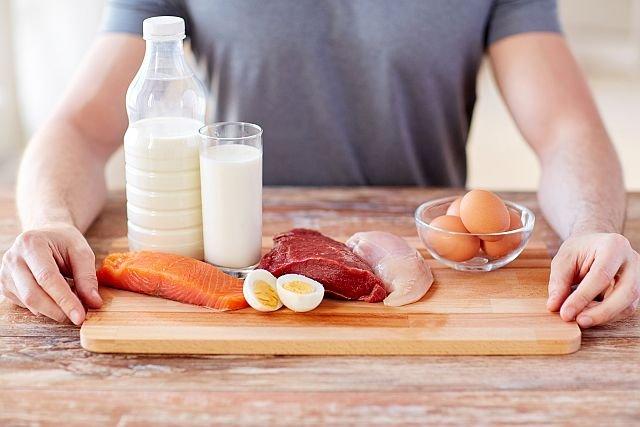 Osoby prowadzące aktywny tryb życia bardzo często przesadzają z ilością zjadanego białka