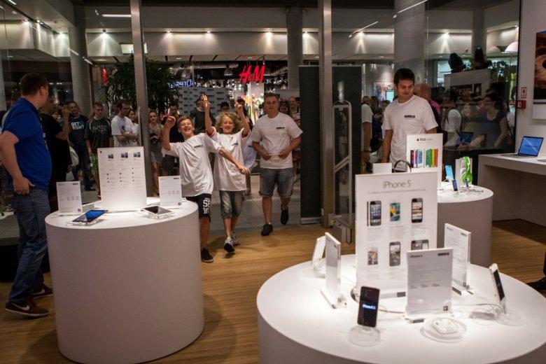 Cena iPhone'a X dobija 5 tysięcy złotych.
