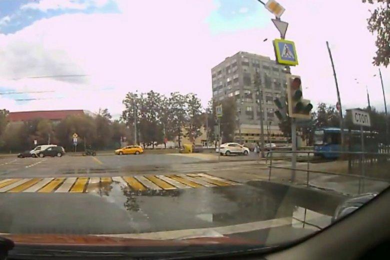 Kadr z nagrania jednego ze świadków wypadku, zaledwie na sekundę przed tragedią.